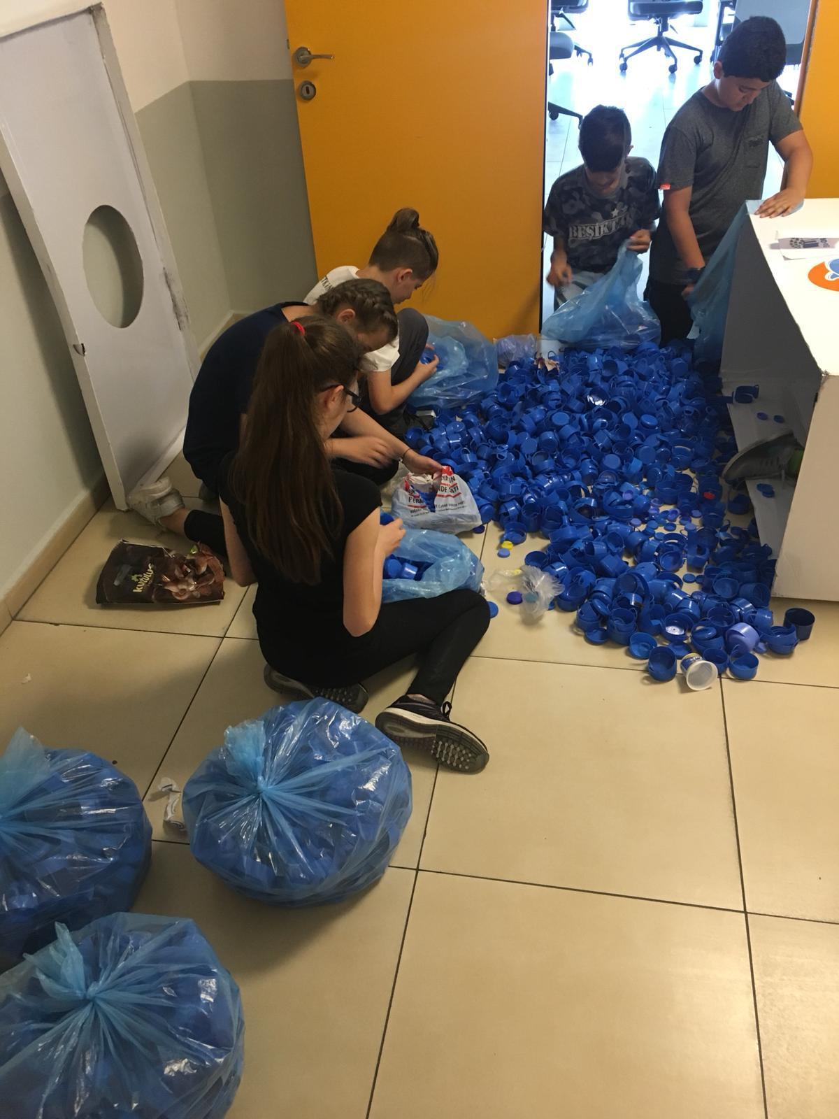 Etkin Kolej | Mavi Kapak Toplama Kampanyası - Etkin Öğrenciler