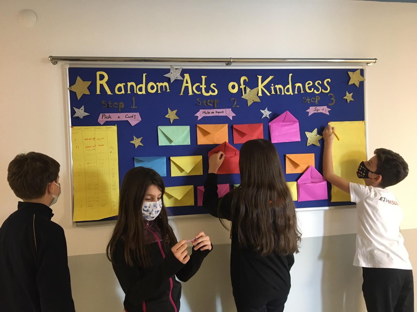 Etkin Kolej   Random Acts of Kindness (İyilik Dolu Pano)