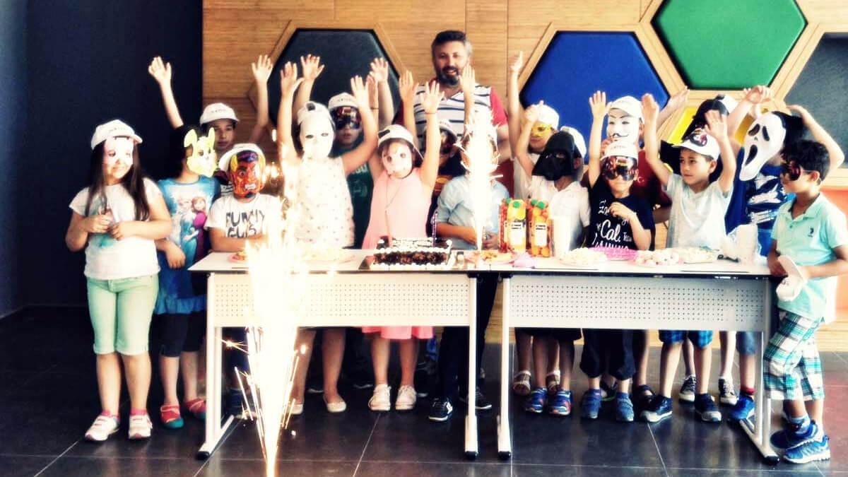 Etkin Kolej | YAZ KAMPI 1. KURSU RENKLİ ORGANİZASYONLA SONA ERDİ